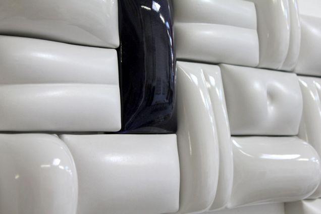 """""""die Wand"""" 9 Keramik Relief und Plastik von Guido Kratz aus Hannover"""